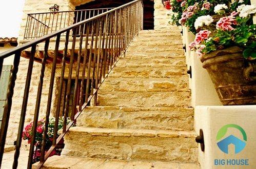 gạch lát cầu thang ngoài trời chống trơn