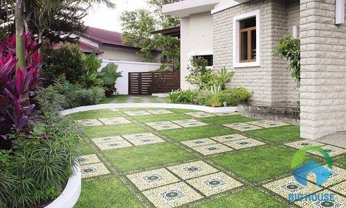 Gạch giả cỏ cho sân nhà thêm tươi tắn, ngập tràn hương sắc thiên nhiên