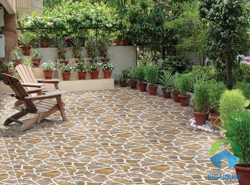 Gạch giả đá với thiết kế tự nhiên, mang tới nét dẹp bền vững cho không gian sân nhà