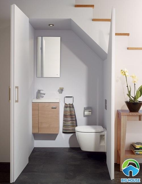 hoá giải nhà vệ sinh dưới gầm cầu thang
