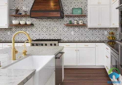 Gạch ốp hoa văn tường bếp giả giấy dán tường