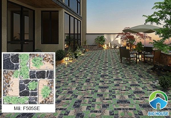 Mẫu gạch F505SE là sự kết hợp giữa họa tiết cỏ xanh và đá cuội ấn tượng