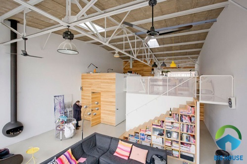 Cầu thang lên tầng lửng kết hợp giá sách cực tiện lợi