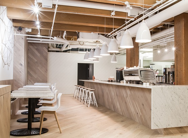 gạch giả gỗ lát nền phù hợp với những quán cà phê mang phong cách Rustic