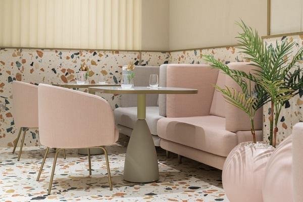 Mẫu gạch lát nền đa sắc màu họa tiết terrazzo cho phòng khách thêm nổi bật