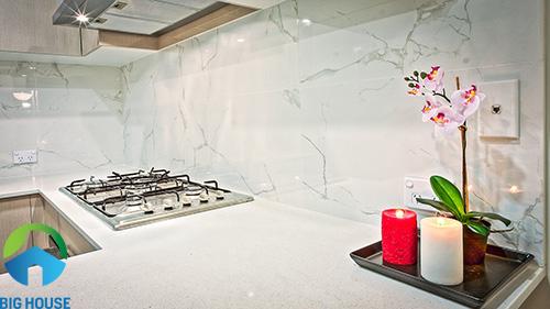 gạch ốp tường bếp màu trắng 1
