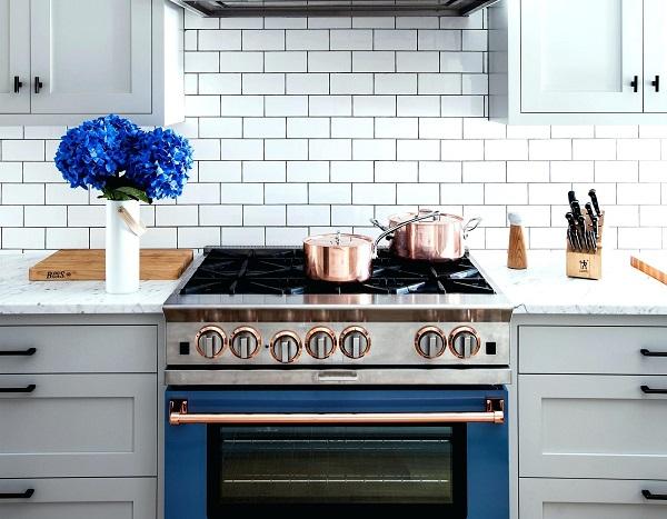 mẫu gạch thẻ ốp tường màu trắng phòng bếp cổ điển