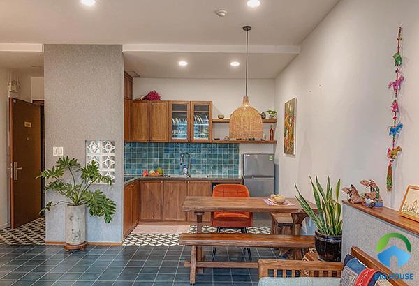 Mẫu gạch bông lát nền lát một phần diện tích không gian nhà bếp