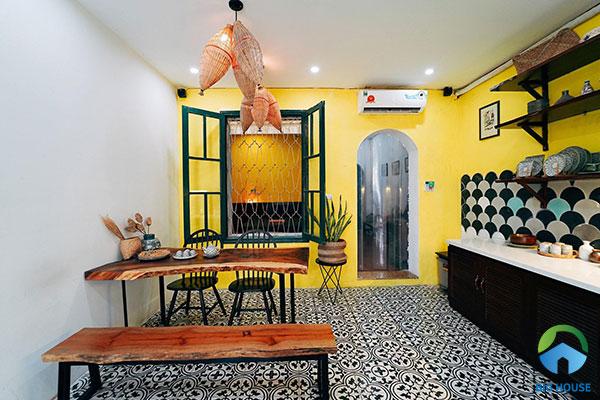 Mẫu gạch bông cổ điển đen trắng cho không gian phòng bếp