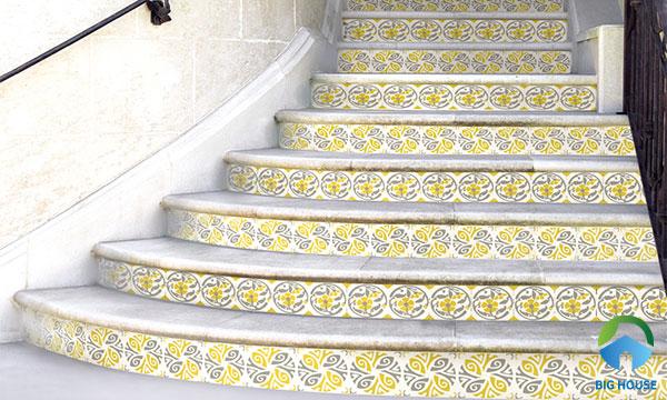 Mẫu gạch bông màu vàng chanh ốp bậc cầu thang