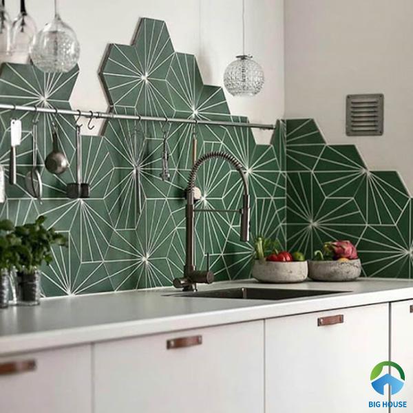 Gạch hoa văn màu xanh lục ốp tường bếp