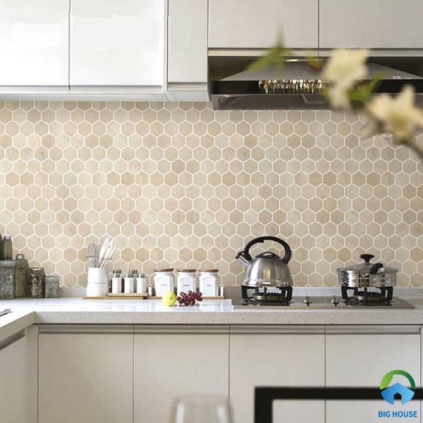 Gạch bông lục giác ốp tường bếp màu hồng nhẹ nhàng