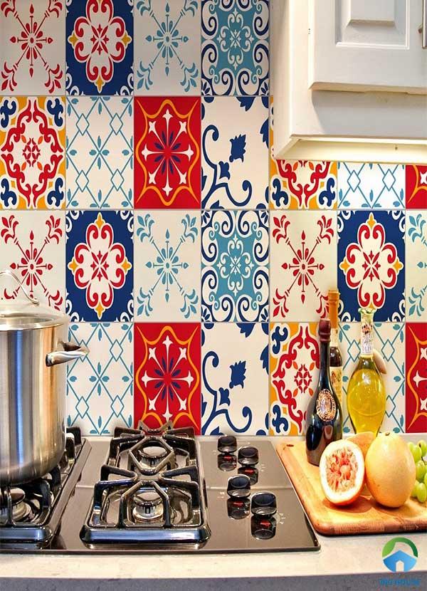 Mẫu gạch bông ốp tường bếp đa sắc màu nổi bật