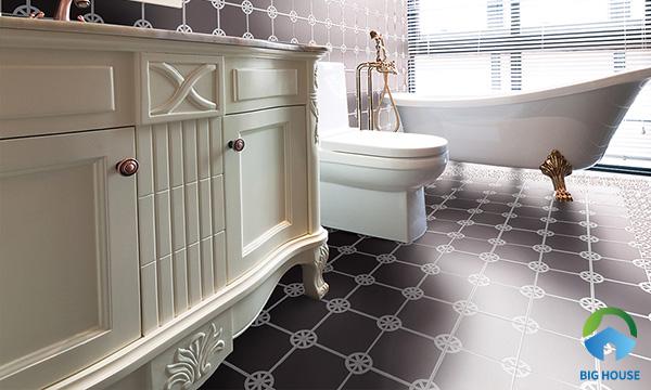 Mẫu gạch hoa văn màu đen vừa có thể ốp tường vừa có thể lát nền cho không gian phòng tắm