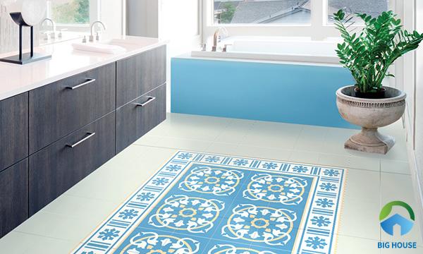 Bức thảm gạch phòng tắm nổi bật hơn cùng với các mẫu gạch hoa bo viền