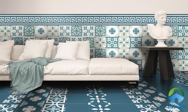 Mẫu gạch hoa văn ốp viền chân tường kết hợp cùng gạch bông đa họa tiết màu xanh