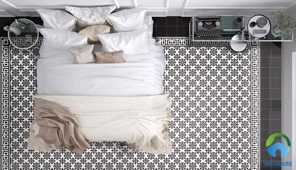 Toàn bộ phòng ngủ ấn tượng hơn khi lát nền toàn bộ bằng gạch hoa văn cổ điển