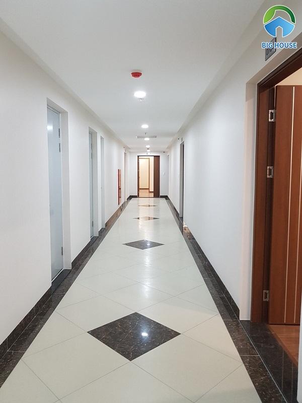 Gạch lát nền hành lang: Top mẫu kèm ý tưởng lát gạch cuốn hút