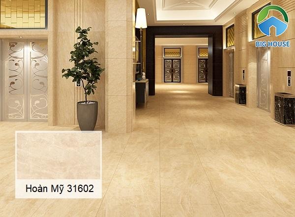 Mẫu gạch lát nền hành lang Hoàn Mỹ 31602 họa tiết vân đá vàng ấm cúng