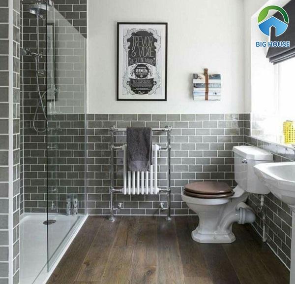 Gạch thẻ màu xám ốp chân tường phòng tắm vẫn đủ tạo điểm nhấn nổi bật