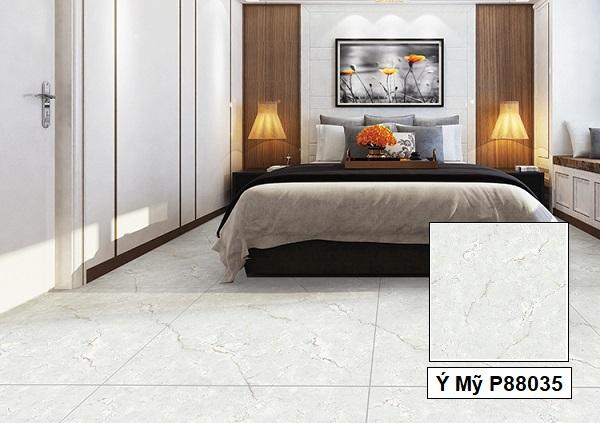 Hay mẫu gạch Ý Mỹ P88035 80x80 màu xanh ghi lát nền phòng ngủ rộng cũng là một gợi ý hay